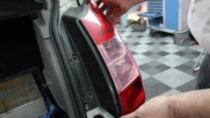 Comment changer une ampoule de feu arrière ?